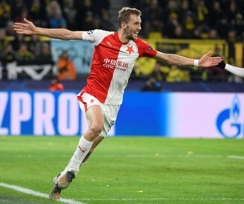 Liga Tcheca foi interrompida com seis rodadas pendentes. AFP