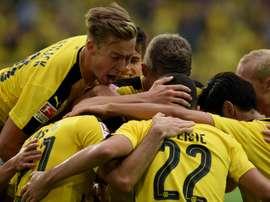 Les joueurs de Dortmund se congratulent après l'un de leurs six buts face à Darmstadt. AFP