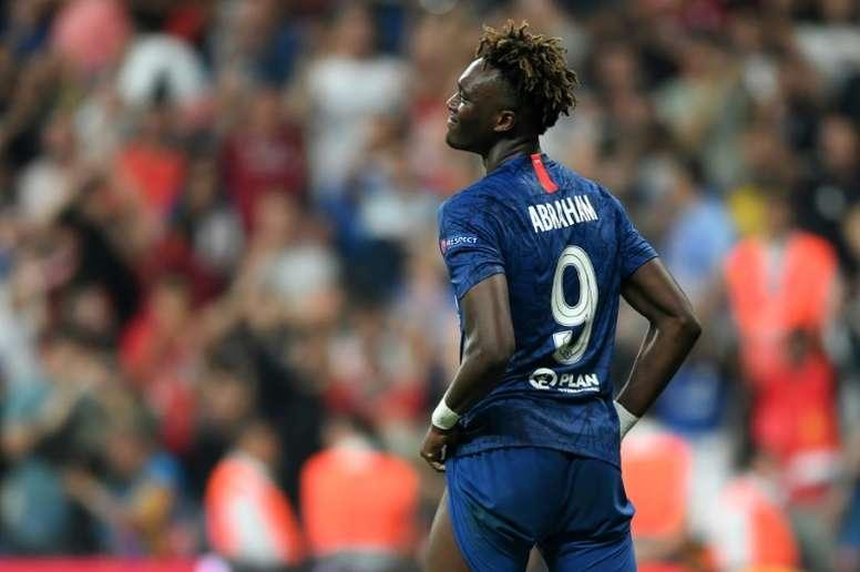 El Chelsea tomará medidas tras los insultos racistas a Abraham. AFP