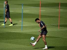 O sete jogadores envolvidos na Operação Neymar. AFP