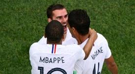 Raphaël Varane célèbre son but avec ses coéquipiers. AFP