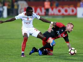 Bruma (g), sous le maillot de Galatasaray contre Genclerbirligi à Ankara. AFP