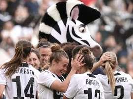 Les joueuses de la Juventus se congratulent après leur victoire face à la Fiorentina. AFP