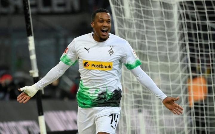 Les buts de Pléa et Thuram en Bundesliga 2020-21. AFP