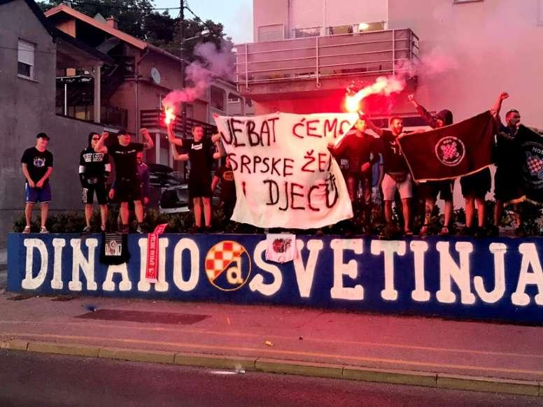 Des fans de foot en Croatie scandalisent avec une bannière anti-serbe haineuse. AFP