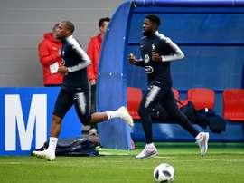Sidibé tuvo que abandonar el entrenamiento de Francia. AFP