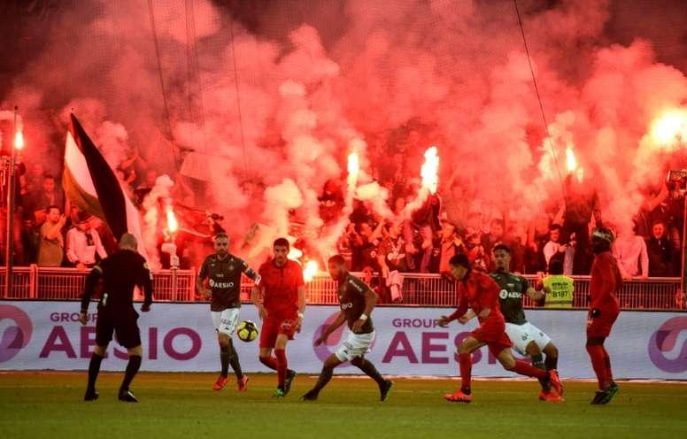 Le chaudron sera sans l'un de ses poumons pour la 1e journée de Ligue 1. AFP