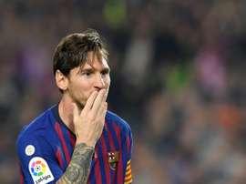 Ten Cate se rindió a los pies de Messi. AFP