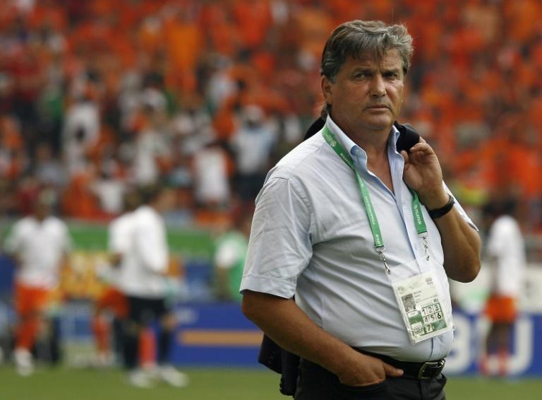 Luto en fútbol francés tras fallecimiento del técnico Henri Michel