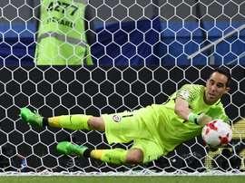 Bravo defendeu três grandes penalidades frente a Portugal. AFP