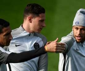 Julian Draxler deixou claro que a situação de Neymar incomoda no vestiário. AFP