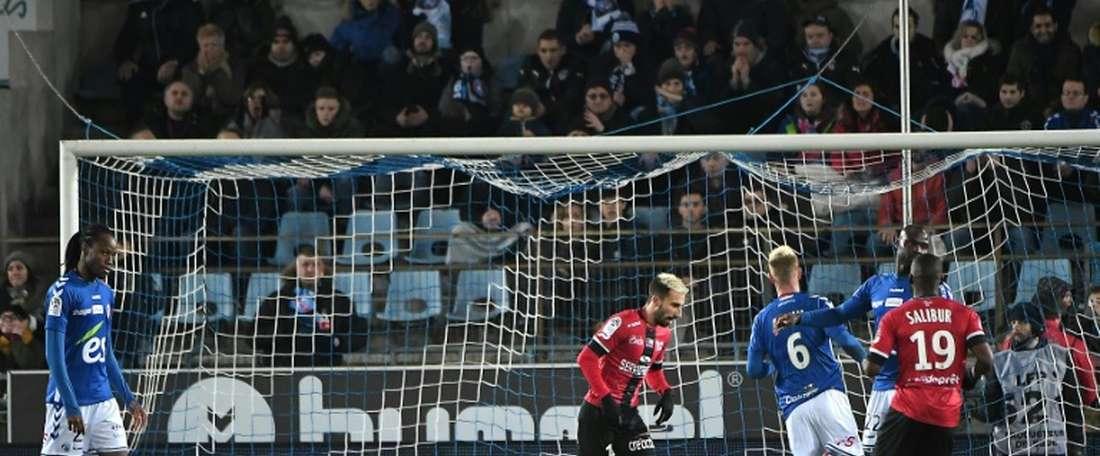 Benezet firmó uno de los goles del partido. AFP