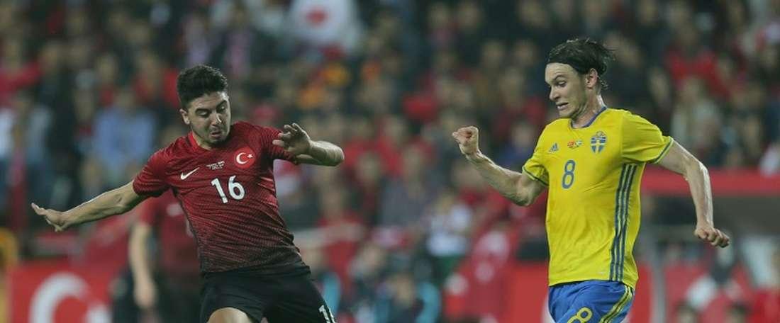 Le Suédois Albin Ekdal, le 24 mars 2016 lors du match amical contre la Turquie à Antalya. AFP