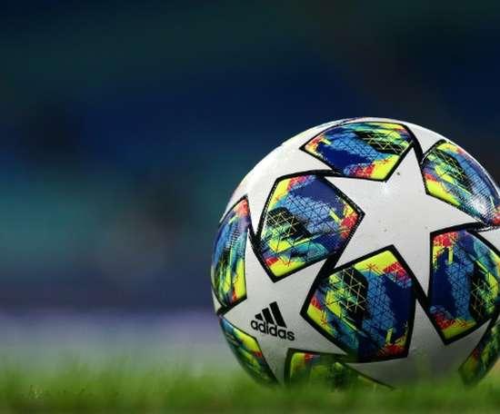 Lorient cède à domicile, mais reste leader au classement. AFP