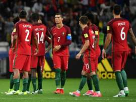 Les Portugais après le math perdu face au Chili en demi-finale de la Coupe des Confédérations. AFP