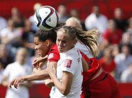Hombres y mujeres futbolistas de Noruega ganarán el mismo sueldo. EFE