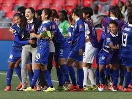 El equipo de Tailandia celebra su anotación ante Costa de Marfil este 11 de junio de 2015, durante un juego del grupo B de la Copa Mundial de Fútbol Femenino, en Ottawa (Canadá). EFE