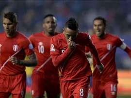 Perú pasa con nota el primer partido de preparación. EFE