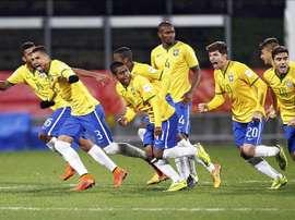 Jugadores de la selección brasileña sub-20 celebran su victoria tras la tanda de penaltis durante el partido entre Brasil y Uruguay en el Mundial Sub-20 en New Plymouth (Nueva Zelanda) el pasado 11 de junio. EFE