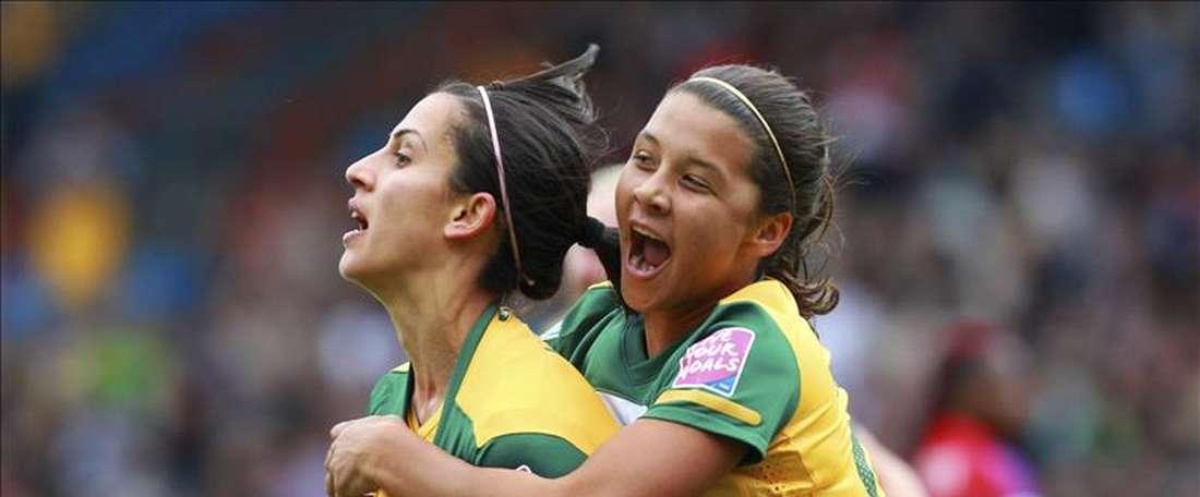 Imagen de la jugadora australiana Samantha Kerr (d). EFE/Archivo