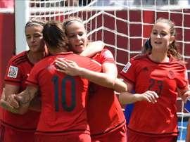 Jugadoras de Alemania celebra su anotación ante Tailandia este lunes 15 de junio de 2015, durante un partido por el grupo B del Mundial de fútbol femenino en el estadio Winnipeg (Canadá). EFE