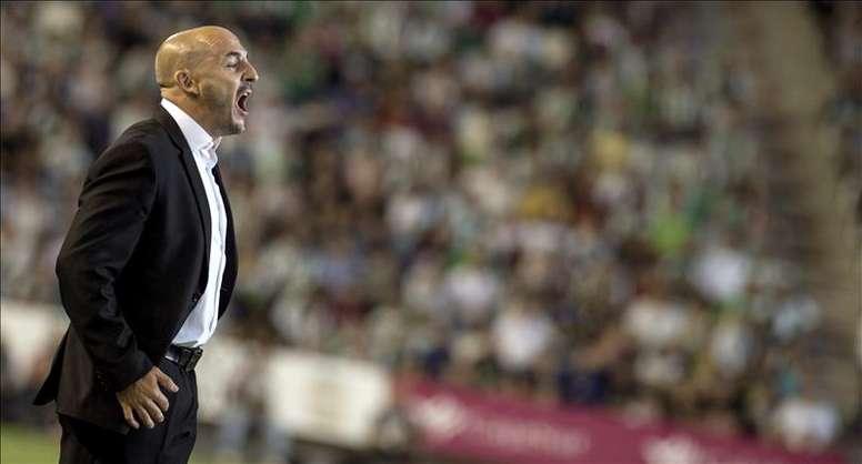 El nuevo entrenador del Mallorca Albert Ferrer en su etapa en el Córdoba. EFE/Archivo