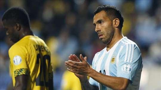 Carlos Tévez se diz velho para voltar a defender as cores da Argentina. EFE