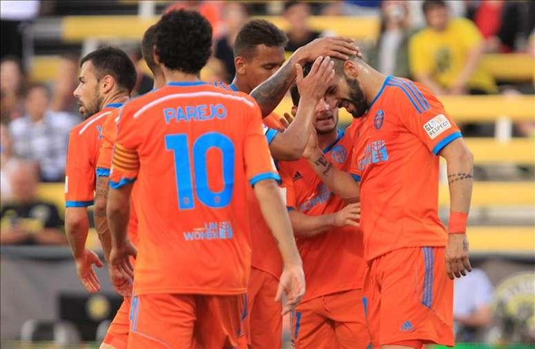 Álvaro Negredo (d) del Valencia FC celebra su gol. EFE/Archivo