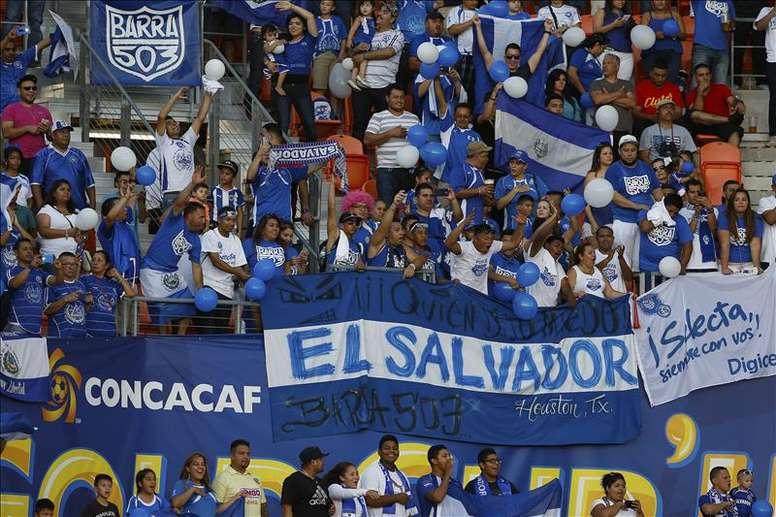 El Salvador venció por 2-0 a Curazao. EFE