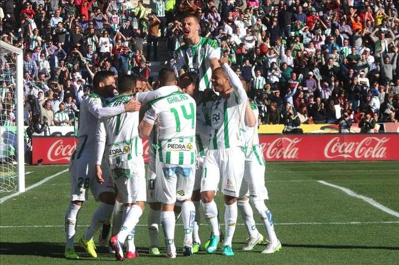 Los jugadores del Córdoba celebran un gol ante el en el estadio Nuevo Arcángel. EFE/Archivo