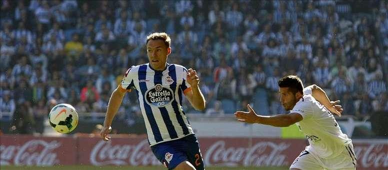 El defensa del Deportivo, Diego Seoane (i). EFE/Archivo