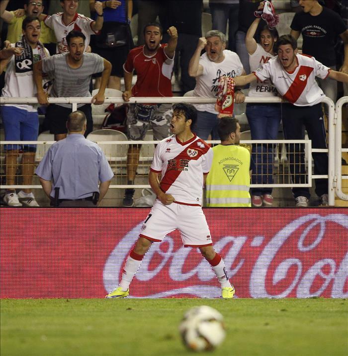 El delantero venezolano del Rayo Vallecano, Nicolás Ladislao Miku, celebra un gol. EFE/Archivo