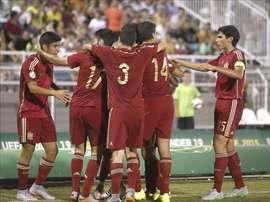 Los jugadores de España celebran uno de los goles durante la final del Europeo sub-19 que las selecciones de España y Rusia disputan hoy en el estadio municipal de Katerini, Grecia. EFE