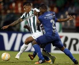 El delantero (i) deja atrás su paso por Deportivo Cali. EFE/Archivo
