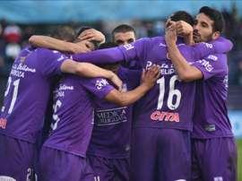 Jugadores del Defensor Sporting  de Uruguay fueron registrados este miércoles al celebrar el tercer gol anotado al Universitario de Deportes de Perú, durante el partido de ida de esta llave de segunda fase de la Copa Sudamericana, en el estadio Luis Franzini de Montevideo (Uruguay). Los locales se impusieron 3-0. EFE