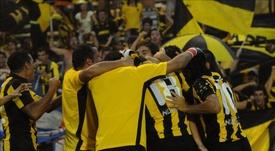 La prensa local informó hoy de que en las categorías inferiores del club se han dado cinco casos de paperas. En la imagen el registro de una de las actuaciones del Peñarol de Uruguay. EFE/Archivo