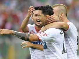 El Carpi sueña con la permanencia tras ganarle en casa al Genoa por 4-1. EFE/EPA
