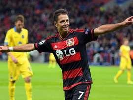 El jugador del Bayer Leverkusen Javier Hernández celebra un gol ante el Bate Borisov durante el juego del Grupo E de la Liga de Campeones que se disputa en Leverkusen, Alemania. EFE