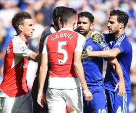 Paulista is Diego Costa's friend despite this incident at Stamford Bridge. EFE