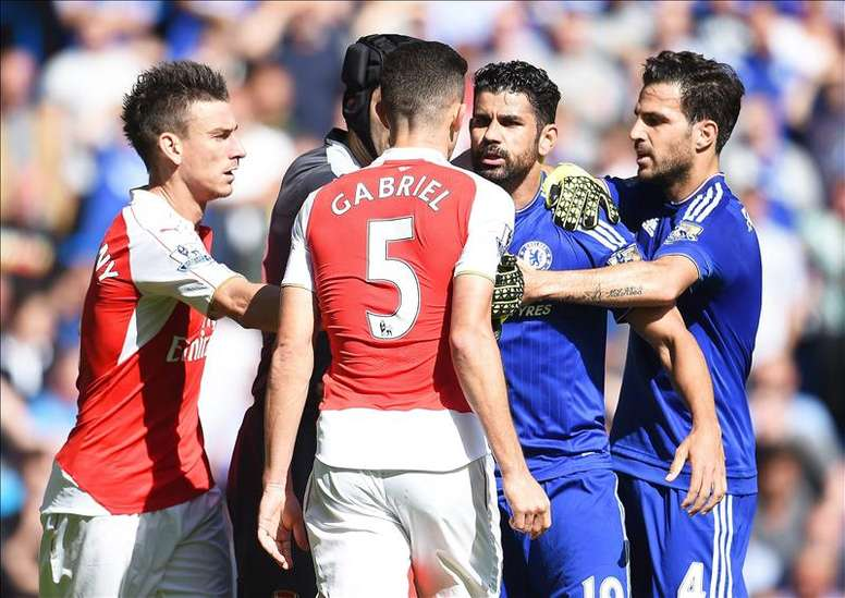Paulista is Diego Costa's friend despite this incident at Stamford Bridge. EFE