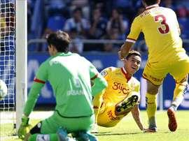 El delantero del Sporting de Gijón Antonio Sanabria celebra el gol marcado ante el Deportivo, el primero del equipo, durante el partido correspondiente a la cuarta jornada. EFE