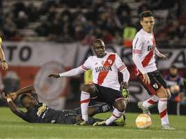 El ex central de River jugó ante el Arsenal en la Champions League. EFE
