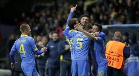 Jugadores FC BATE Borisov celebran después de anotar contra AS Roma durante un partido de la Liga de Campeones UEFA realizado en Borisov (Bielorrusia). EFE