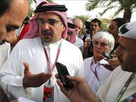 El presidente de la Confederación Asiática de Fútbol (AFC), Shaikh Salman bin Ebrahim Al Khalifa, acompañado por el jefe de la Fórmula Uno, Bernie Ecclestone. EFE/Archivo