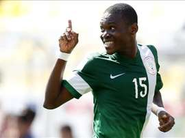 El jugador nigeriano Udochukwu Anumudu fue registrado este domingo al celebrar un gol anotado a Brasil, durante un partido por los cuartos de final del mundial FIFA sub17, en el estadio Sausalito de Viña del Mar (Chile). EFE