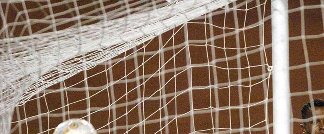 El mexicano Carlos Kamiani Félix Suénaga marcó los tres goles con los que su equipo, Universidad, derrotó 3-0 al Malacateco en la 17 jornada del Torneo de Apertura de la Liga Nacional de Fútbol de Guatemala, en la que el líder Xelajú cayó 2-1 ante Petapa. EFE/Archivo