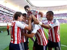 Chivas venció a Morelia y asciende varios puestos en la clasificación. EFE