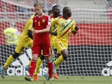 El jugador de Mali Orel Boubacar Traore (c) fue registrado este jueves al celebrar un gol anotado a Bélgica, durante una de las semifinales del Mundial de Fútbol FIFA Sub17, en el estadio La Portada de La Serena (Chile). EFE