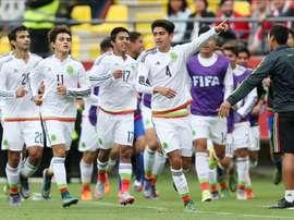 México trató de buscar el gol, pero se le resistió. EFE