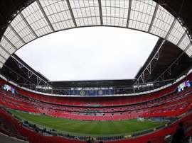Brazaletes negros y minuto de silencio en Wembley en recuerdo de las víctimas. EFE/Archivo